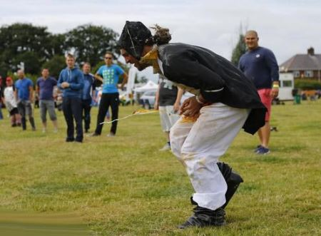 مسابقات حال بهم زن و جهانی پرتاب تخم مرغ! (عکس)