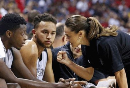 انتشار عکس های اولین زن سرمربی NBA در جهان
