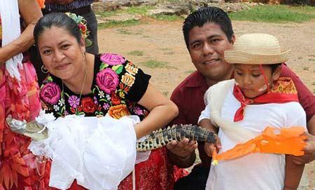 مراسم جنجالی ازدواج یک تمساح دختر ! (عکس)
