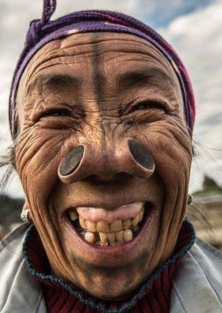 زنان عجیبی که بینی آنها 4 سوراخ دارد! (عکس)