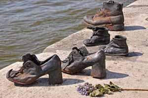 کفش های آهنی کرانه رودخانه دانوب (عکس)