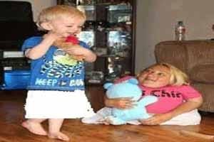 عجیب ترین مادر دنیا که از نوزادش هم کوچکتر است (عکس)