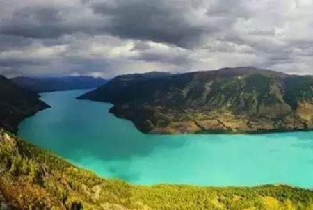 لذت دیدن زیباترین دریاچه چین (عکس)
