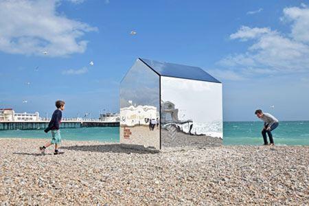 سرگرمی بسیار جالب مردم در ساحل (عکس)