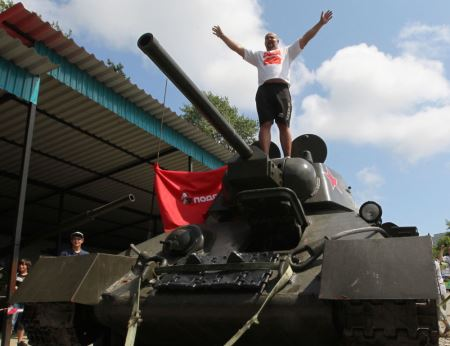 رکورد زنی جالب و دیدنی تانک 26 تنی ! (عکس)