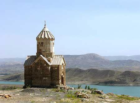 کلیسای دیدنی مریم مقدس با تاریخچه ای عجیب (عکس)