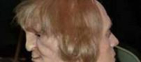 مردی که پشت سرش چهره شیطانی دارد! (عکس)