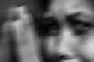 ماجرای زندانی کردن یک زن معلول در گنجه!
