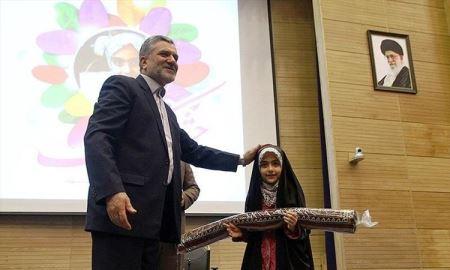 هدیه با ارزش رهبر به آرمیتا رضایی نژاد (عکس)