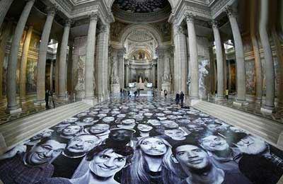 زنان و مردانی که تزئین این عمارت شدند! (عکس)