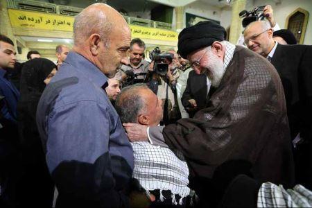 عکس هایی از دیدار صمیمانه رهبر انقلاب با جانبازان