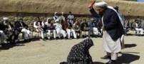 ضربه های شلاق بر اندام این دختر و پسر در ملا عام (عکس)