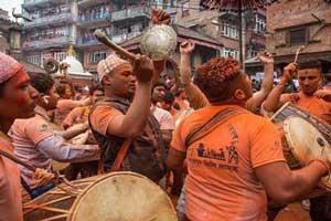 عکس هایی از فستیوال شاد و نارنجی مردم نپال !