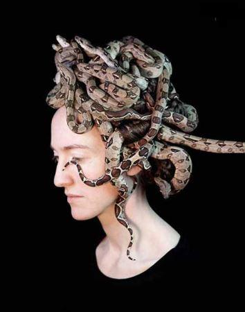 پرتره های از تعامل حیوانات با چهره زنان !