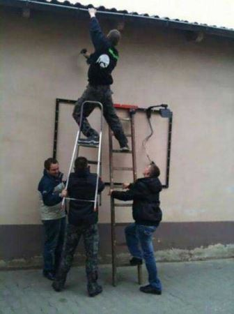 عکس های بسیار خنده دار از کارهای آدم های منگول