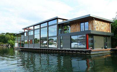 عکس های خیره کننده از خانه مجلل روی آب !