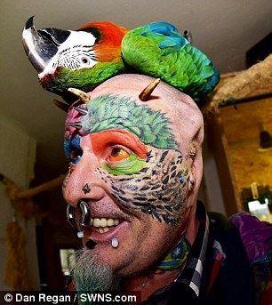 اقدام احمقانه این مرد برای طوطی شدن (عکس)