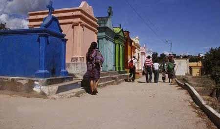 گورستانی عجیب و 7 رنگ در دنیا ! (عکس)