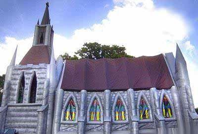 سبک عجیب یک کلیسا برای ازدواج (عکس)