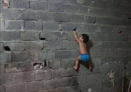 ابر قهرمانی باورنکردنی کودک 2 ساله (عکس)