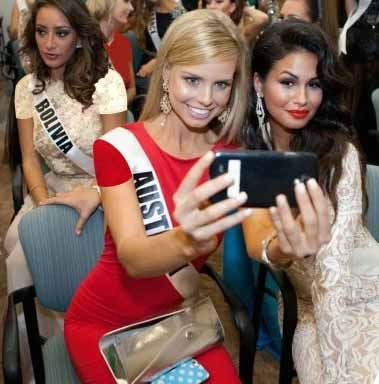 عکس های ملکه های زیبایی دنیا و سلفی هایشان