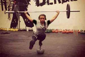 اندام دیدنی و عضله ای دختر 18 ساله (عکس)