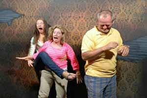 اقدام عجیب و هولناک یک عکاس (عکس)
