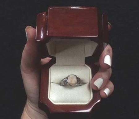 رونمایی از حلقه ازدواج عجیب و چندش آور (عکس)