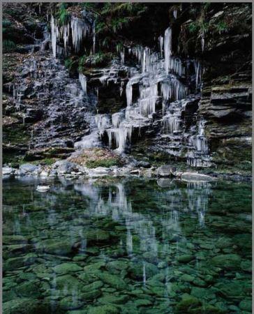 عکس های خیره کننده از آبشارهای یخ زده ژاپن