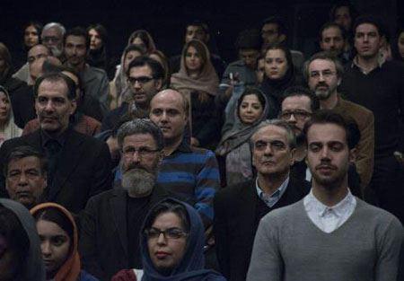 عکس های غافلگیرانه علیخانی با بازیگران در اکران خصوصی