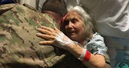 مردانی که این زن را در آغوش گرفتند + عکس