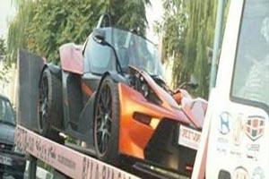 ورود دو خودرو گران قیمت و عجیب در تهران + عکس