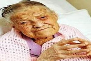 چهره پیرترین زن باکره 105 ساله در انگلیس + عکس