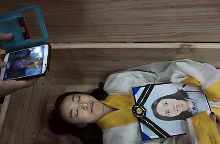 ایده جالب یک شرکت کره ای برای مقابله با خودکشی (عکس)
