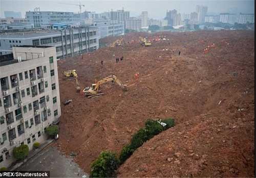 شهرک صنعتی بزرگی که بخاطر رانش زمین دفن شد (عکس)