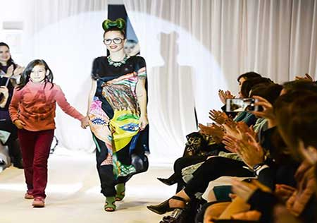 کار زیبای استفاده نقاشی ناشنوایان در طراحی لباس (عکس)