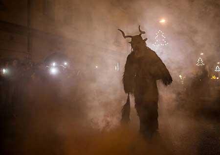 وحشتناک ترین جشن کریسمس جهان را ببینید (عکس)