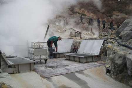 اواکودانی؛ دره ای با بوی تخم مرغ گندیده در ژاپن (تصاویر)