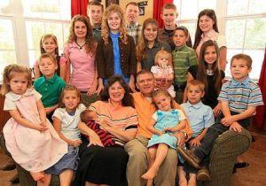 خانواده عجیب 21 نفری که 19 فرزند دارند (عکس)