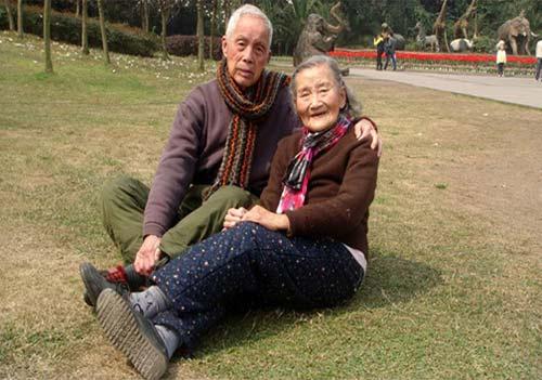 تصاویری از جشن سالگرد ازدواج زن و شوهر 98 ساله