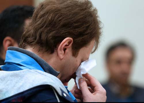 عکسهایی از گریه متهم نفتی در دادگاه