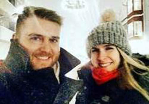 عکس عاشقانه لحظه خواستگاری در زیر بارش برف