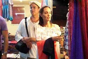 تیپ بسیار ساده آنجلینا جولی و برد پیت در فروشگاه (عکس)
