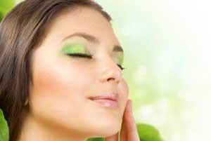 شفاف کردن پوست و حالت دادن موها با چای سبز و سیاه