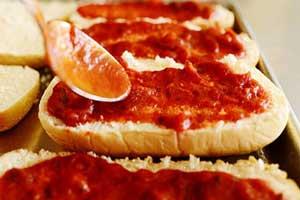 سس مخصوص روی پیتزا در خانه درست کنید