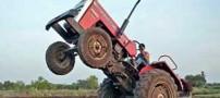 پسر 10 ساله ای که با تراکتور تک چرخ می زند (عکس)