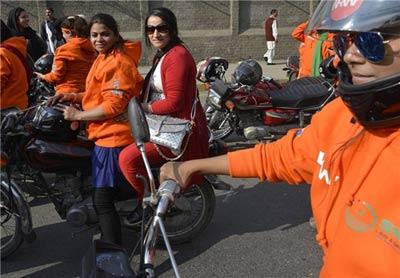 همایش موتور سواری دختران زیبا در خیابان (عکس)