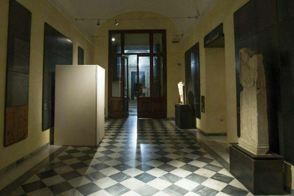 مجسمه های عریان پوشیده شده در ایتالیا بخاطر روحانی (عکس)