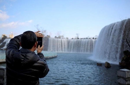عظیم ترین آبشار مصنوعی زیبا در چین (+تصاویر)