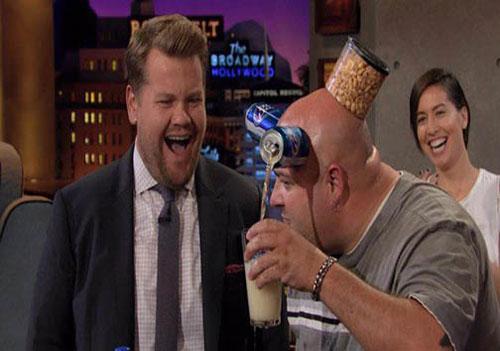 مردی که با پوست سرش اشیاء را جذب می کند (عکس)